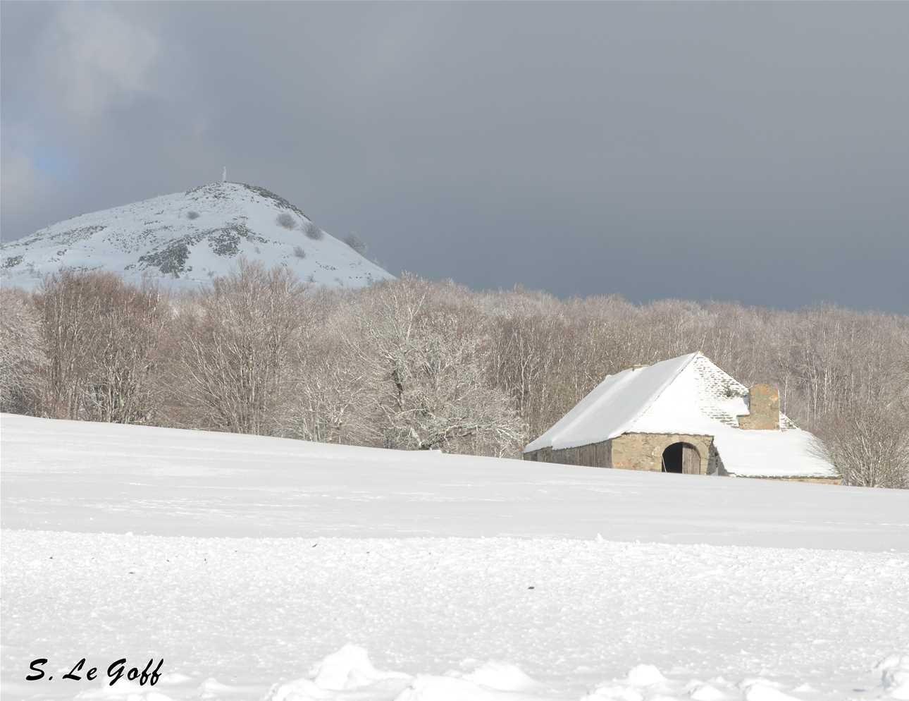 Chaumiere sous la neige
