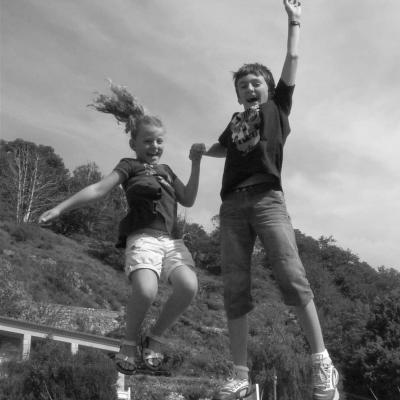 Enfants qui sautent