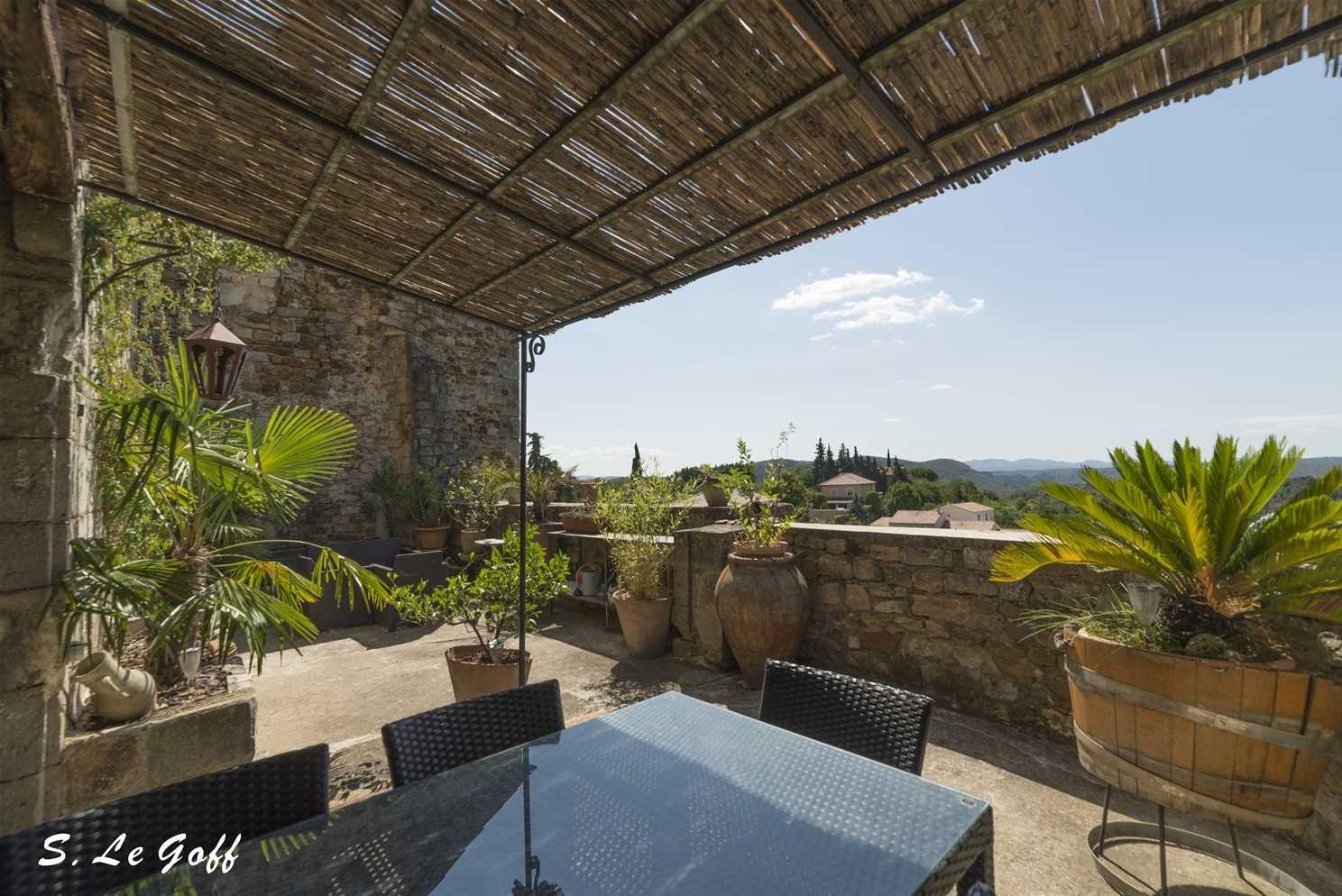 Terrasse sous le soleil d'Ardèche
